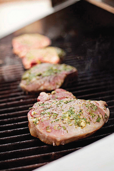 grilled-pork-chops-basil-garlic-rub